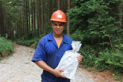 Filhos dos colaboradores da Sguario recebem material escolar para 2017